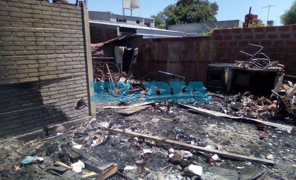 Un voraz incendio en Lisandro Olmos dejó a una familia en la calle - Policiales - Diario El Dia. www.eldia.com