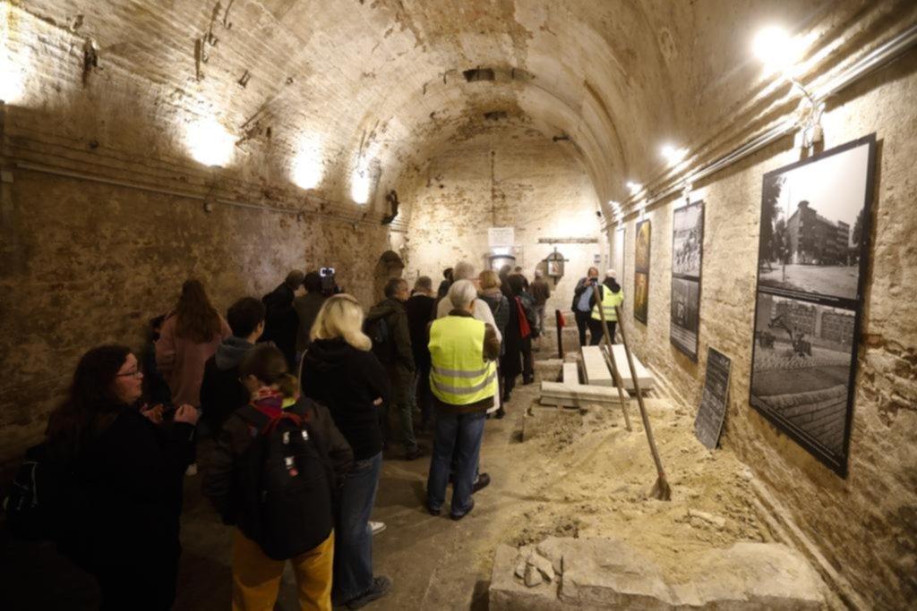 Abrieron al público uno de los túneles por los que muchos querían escapar