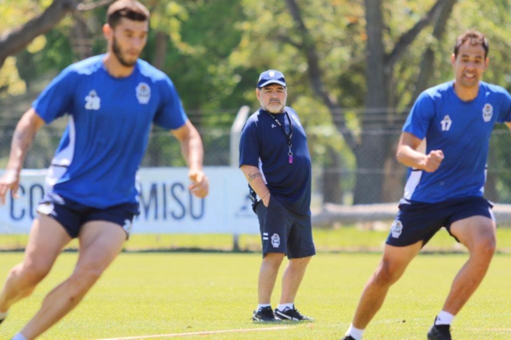 Maradona mueve piezas de cara al cruce vital en la Feliz