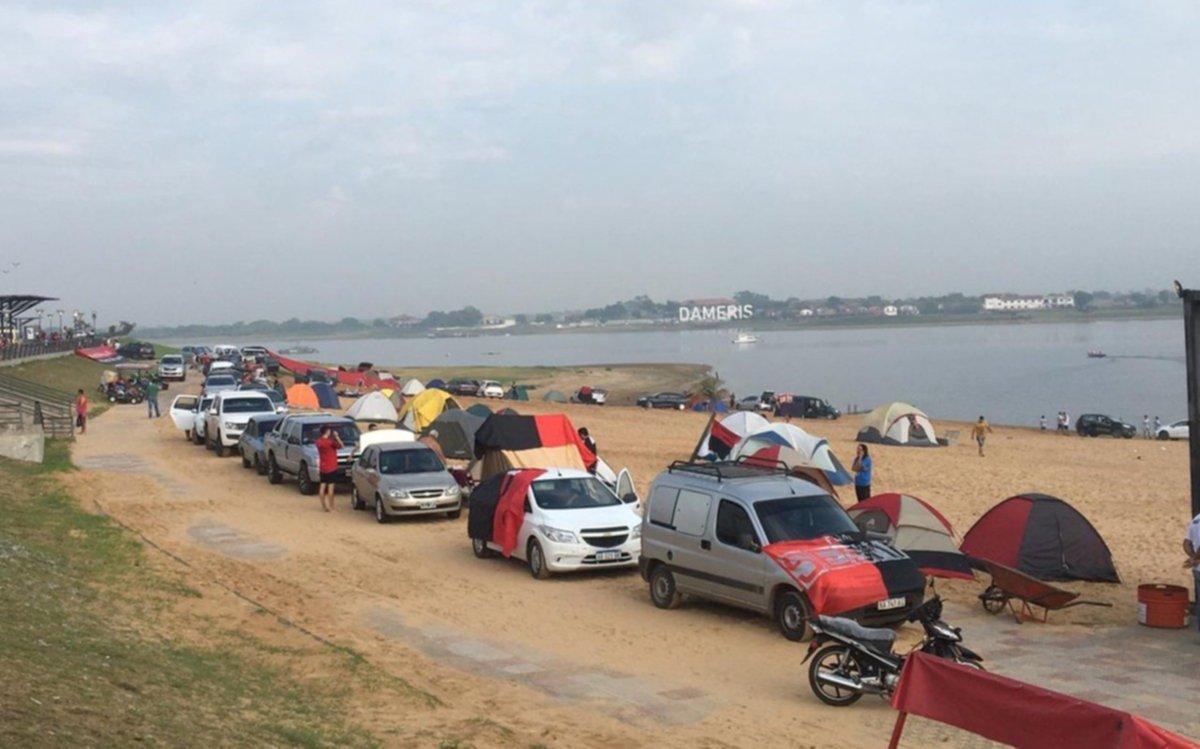Miles de hinchas de Colon invaden la ruta 11 para vivir la final de la Sudamericana en Asunción