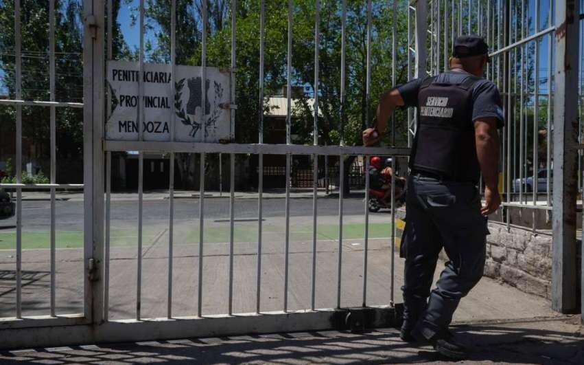 Insólito: Buscan a un condenado por homicidio al que liberaron por un error administrativo