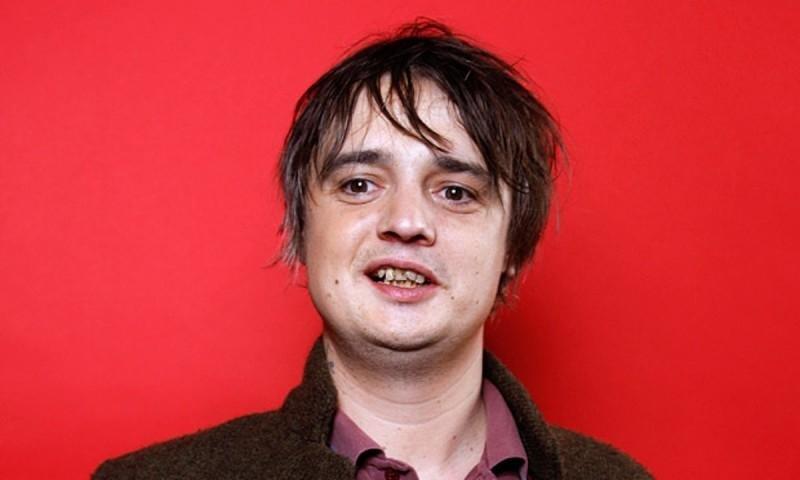 El cantante inglés Pete Doherty fue arrestado en París, comprando cocaína