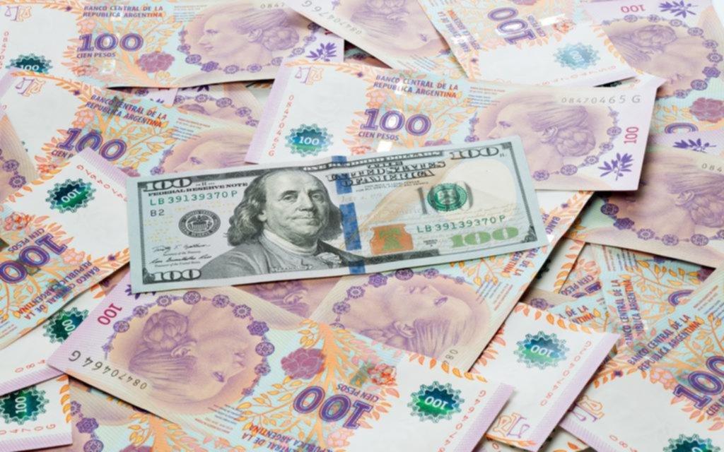 Aterrizaje forzoso del dólar blue, que bajó de $77 a $65 desde las elecciones