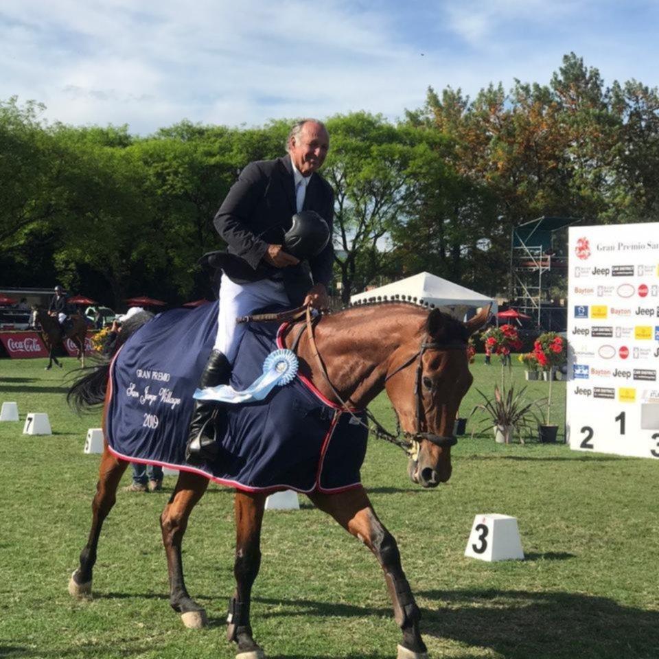 Justo Albarracín se quedó con el Gran Premio San Jorge Village de Equitación