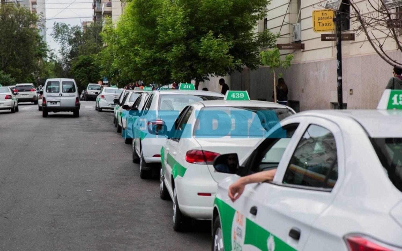 Crisis entre los taxistas platenses por la suba de costos y la merma de viajes