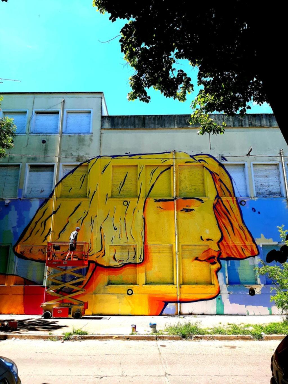 Imponente mural le cambió la cara a la fachada de la Escuela Primaria 65