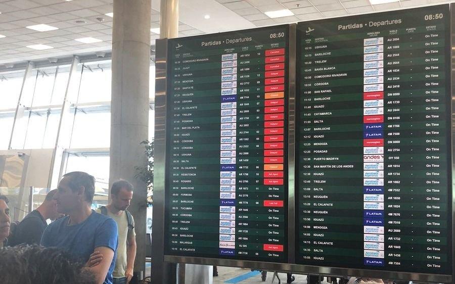 Por el conflicto con los técnicos cancelaron 125 vuelos y más de 14 mil pasajeros resultaron afectados