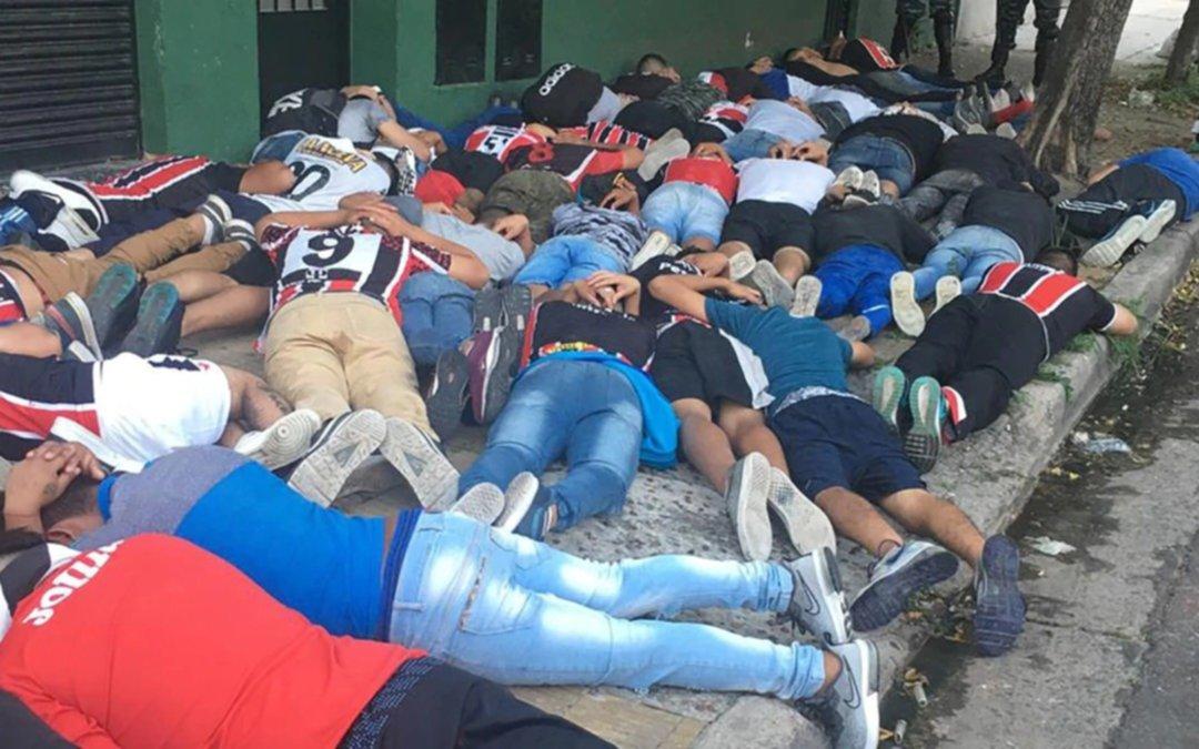 Hay 100 detenidos por los graves incidentes que provocaron hinchas de Chacarita