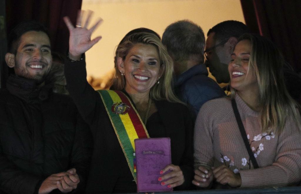 La senadora Áñez se autoproclamó presidenta interina de Bolivia