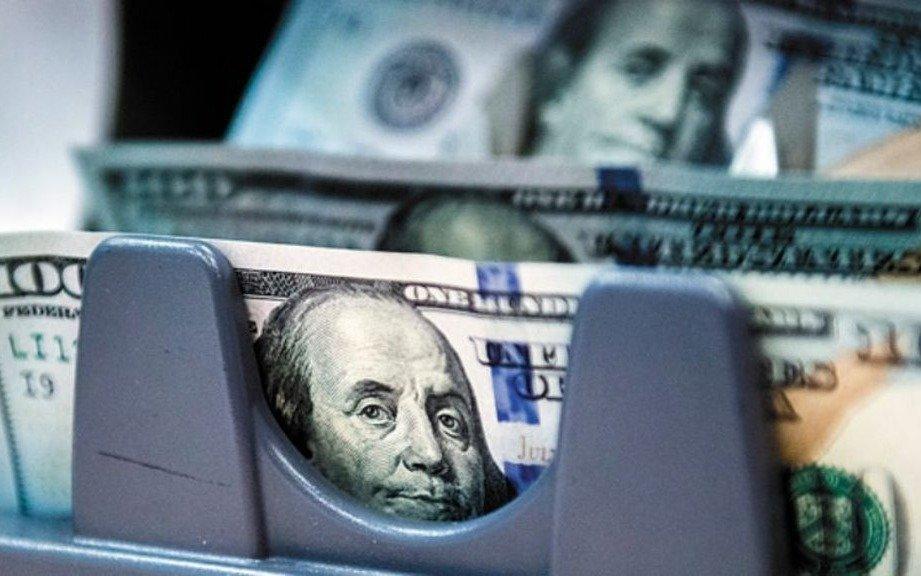 El dólar cerró con una leve suba y alcanzó los $63