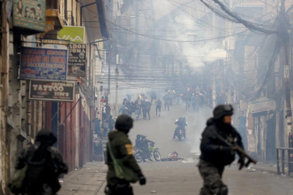 Áñez arma el gobierno, Evo quiere volver y en Bolivia corre sangre