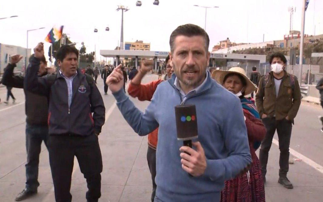 Los corresponsales argentinos agredidos en Bolivia se encuentran en la Embajada argentina