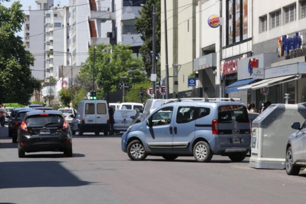 La falta de estacionamiento en el Centro, una traba para las ventas en los comercios