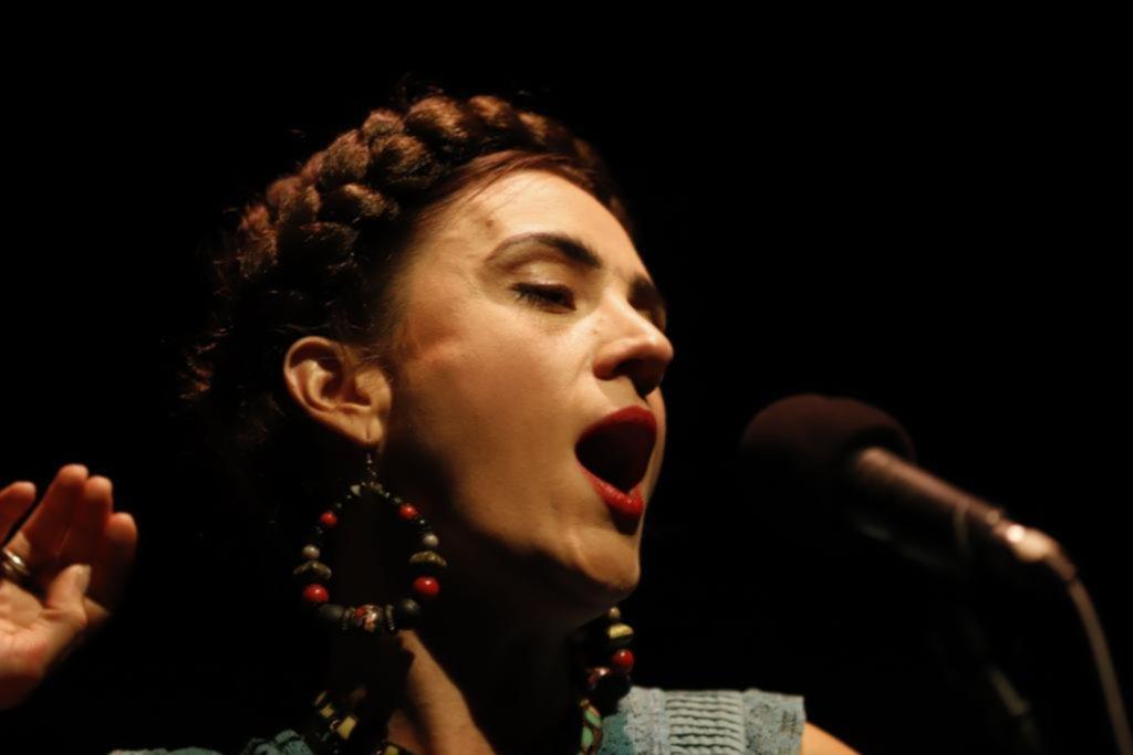 """""""Frida Kahlo"""": la vida de la pintora con música de Vargas"""