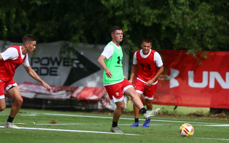 Estudiantes hizo fútbol formal y Pellegrini saca ventaja