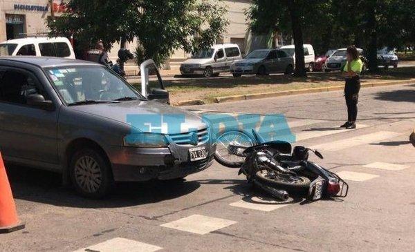Otro accidente en La Plata y van... Fuerte choque entre un auto y una moto en 20 y 60 - Policiales - Diario El Dia. www.eldia.com