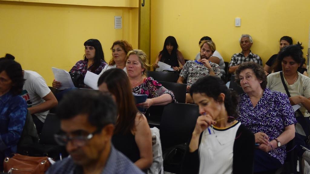 Consumidores en alerta: aprenden a defenderse de los abusos comerciales