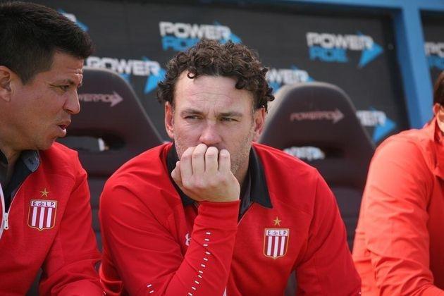 Milito armó un equipo con Ayala y Pellegrini