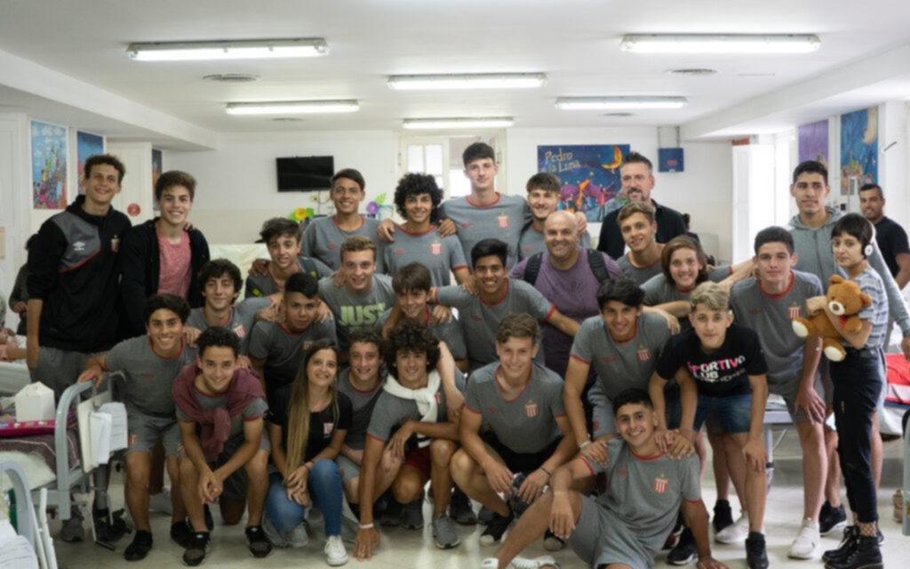 El Pincha llevó su proyecto solidario al Hospital de Niños