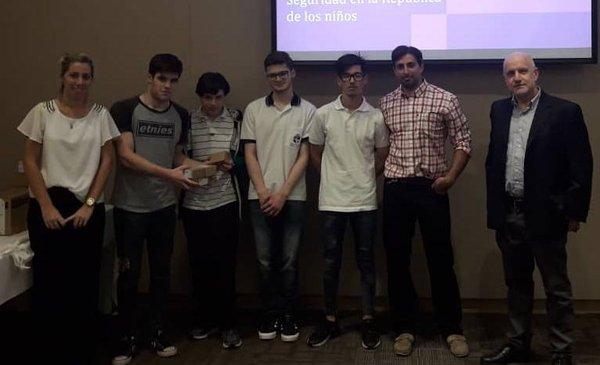 Alumnos del San Vicente premiados por un sistema de seguridad - La Ciudad - Diario El Dia. www.eldia.com