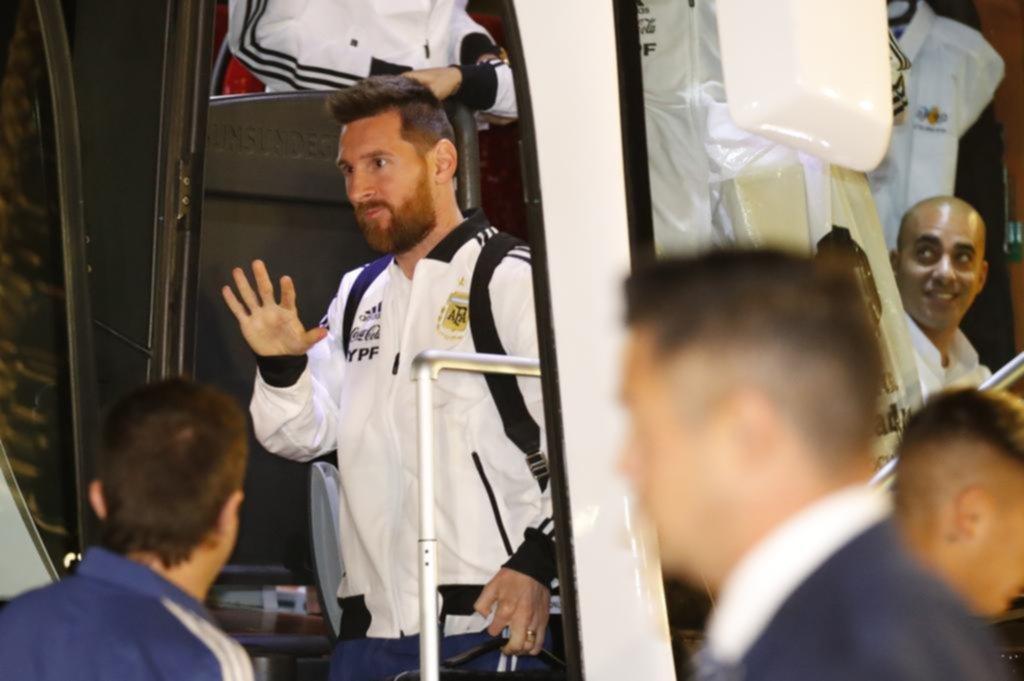 Con Messi y Agüero desde el arranque, la Selección cierra el año enfrentando a Uruguay