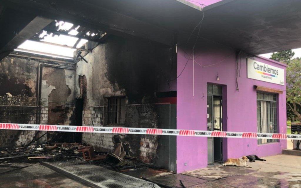 Pueblo chico, infierno grande: en Roque Pérez prendieron fuego un local de Cambiemos