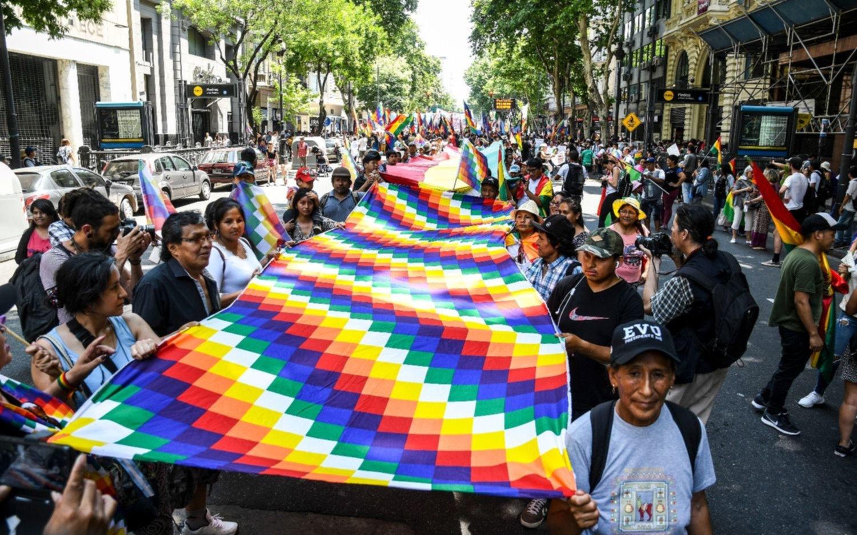 Organizaciones sociales marcharon en Plaza de Mayo en apoyo a Evo Morales
