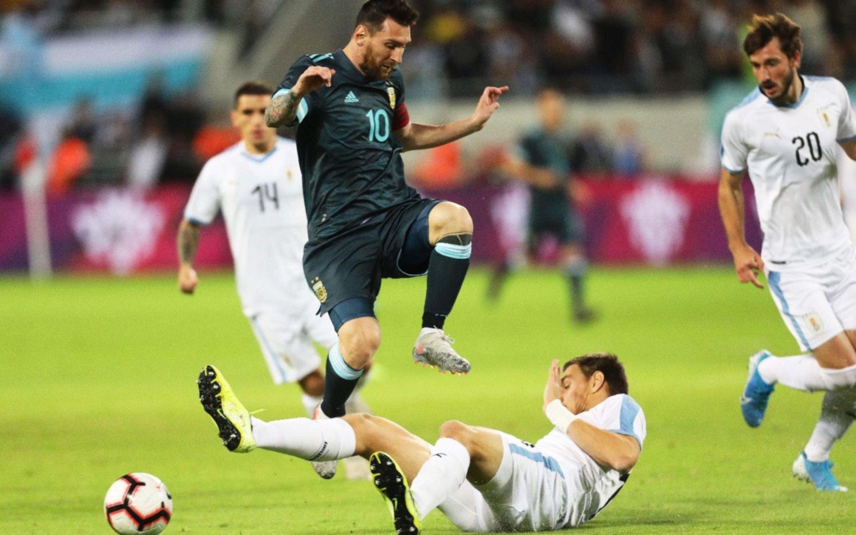 Con goles de Messi y Agüero, Argentina empató ante Uruguay