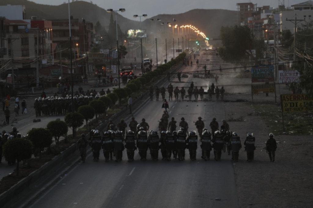Protestas, desabastecimiento y crisis institucional en Bolivia