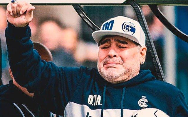 """""""Tomo esta decisión con todo el dolor del alma"""", la carta de Maradona tras su salida del Lobo"""
