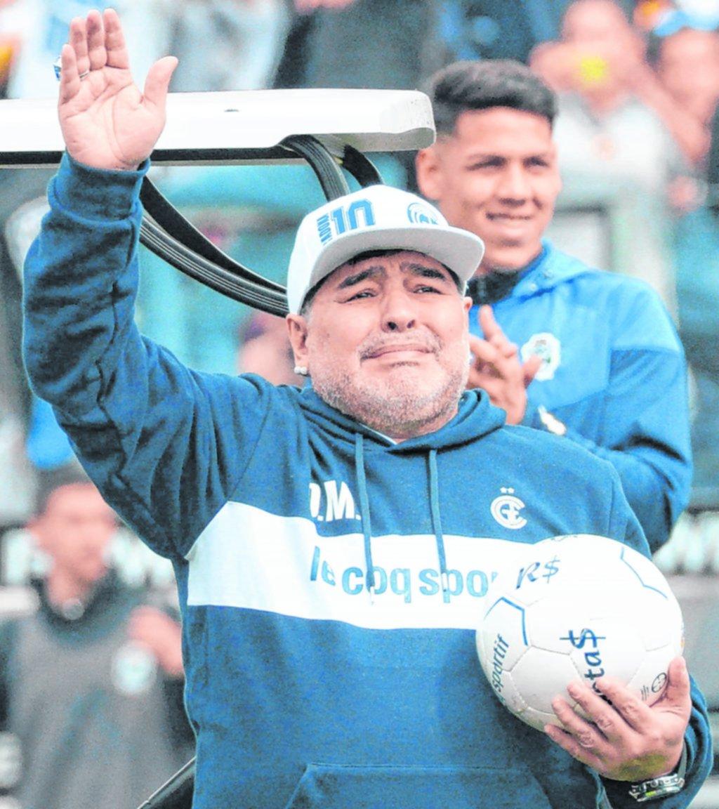 Crónica de otra jornada intensa que terminó con la salida de Maradona