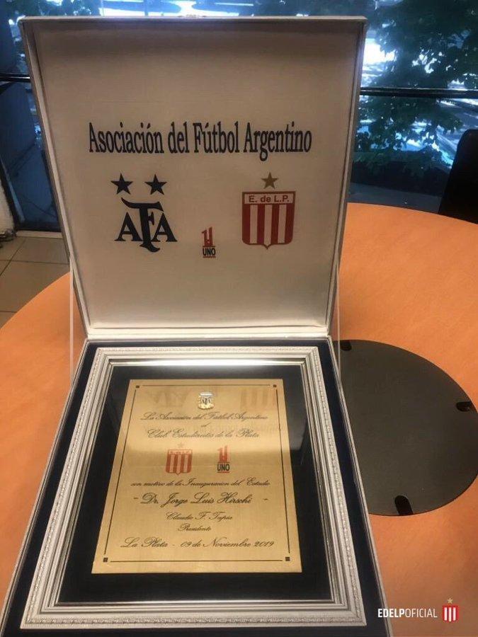 La AFA le entregó un presente a Estudiantes por la vuelta a UNO
