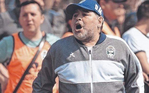 Un club dividido, en descenso y sin Diego