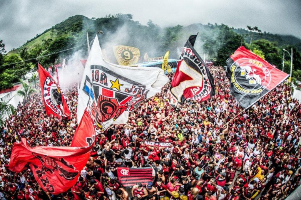 Flamengo fue despedido por sus hinchas con una impactante movilización