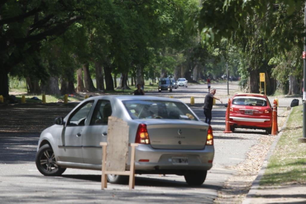Aprender a manejar en La Plata, un camino sinuoso y lleno de obstáculos