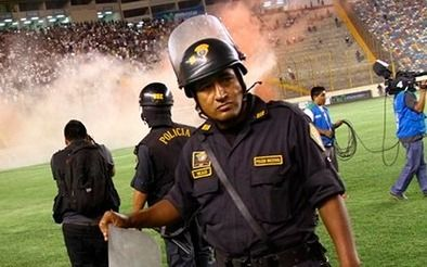 Máxima seguridad: un agente cada  seis hinchas en la final de la Copa