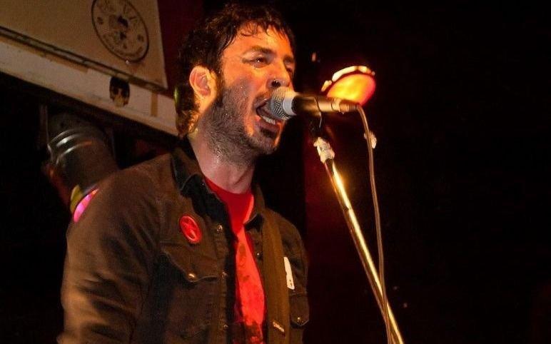 Falleció mientras tocaba el hijo de Caloi, líder de la banda Mamushkas