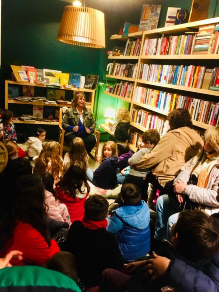 Lectura para los más chicos en un encuentro con la poesía