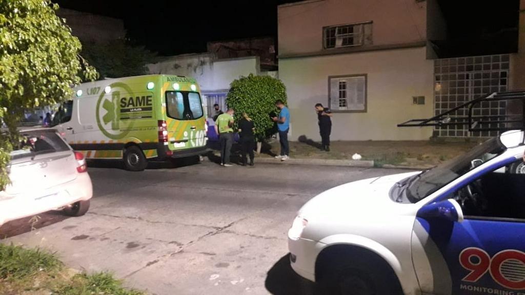 Motochorros disparó a una mujer frente a sus dos hijos con un teléfono móvil