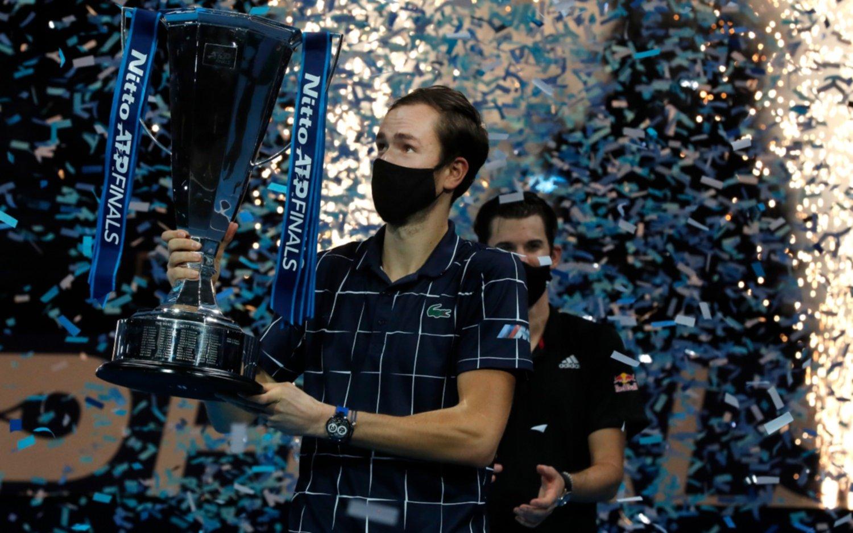 El ruso Medvedev en la gloria tras ganar la final del Masters de Londres