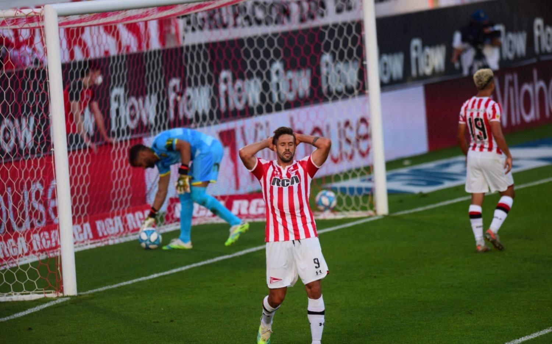 Estudiantes volvió a perder: lleva 9 partidos sin ganar y 365 minutos sin marcar goles