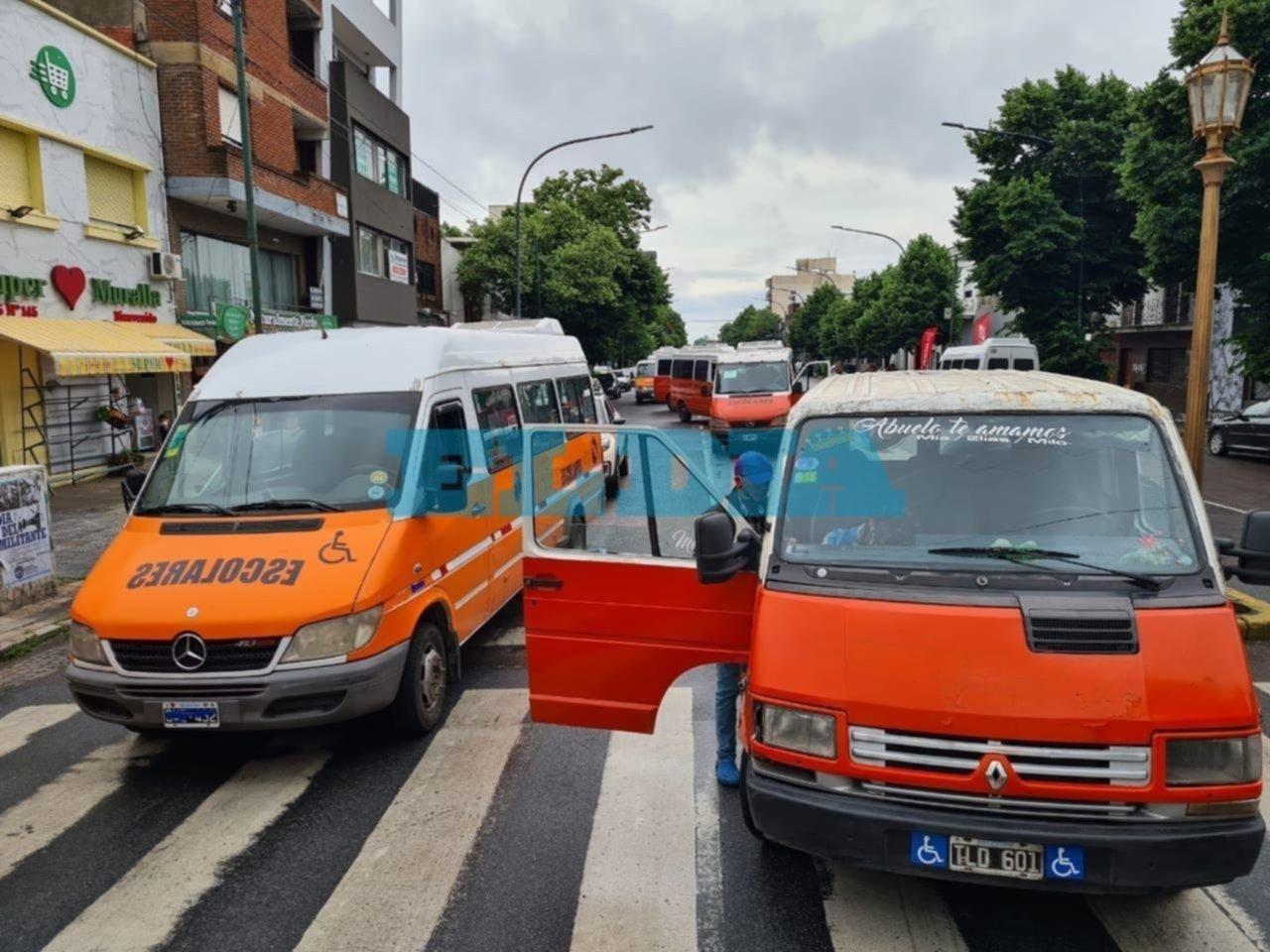 Reclamo y caos vial por protesta de prestadores de servicios a personas con discapacidades