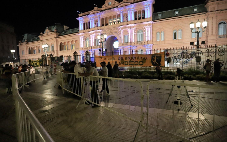 Dos ministerios y tres fuerzas de seguridad a cargo del operativo por el velatorio de Maradona
