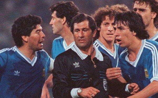 """""""Muere el hombre y nace la leyenda"""", dijo Codesal, el árbitro de la final de Italia 1990"""