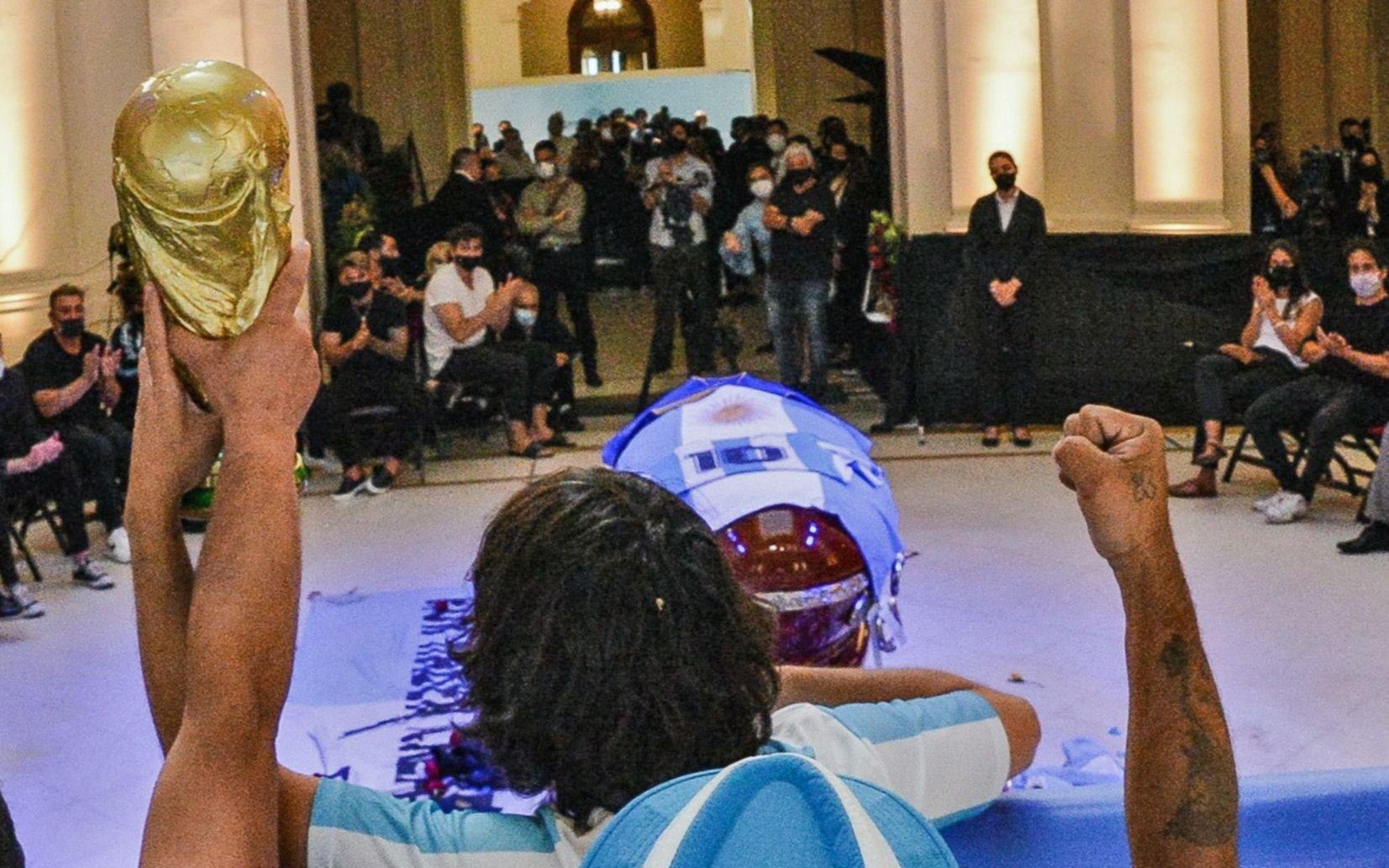 Matías Morla explotó por la repudiable foto viral de Maradona dentro del ataúd