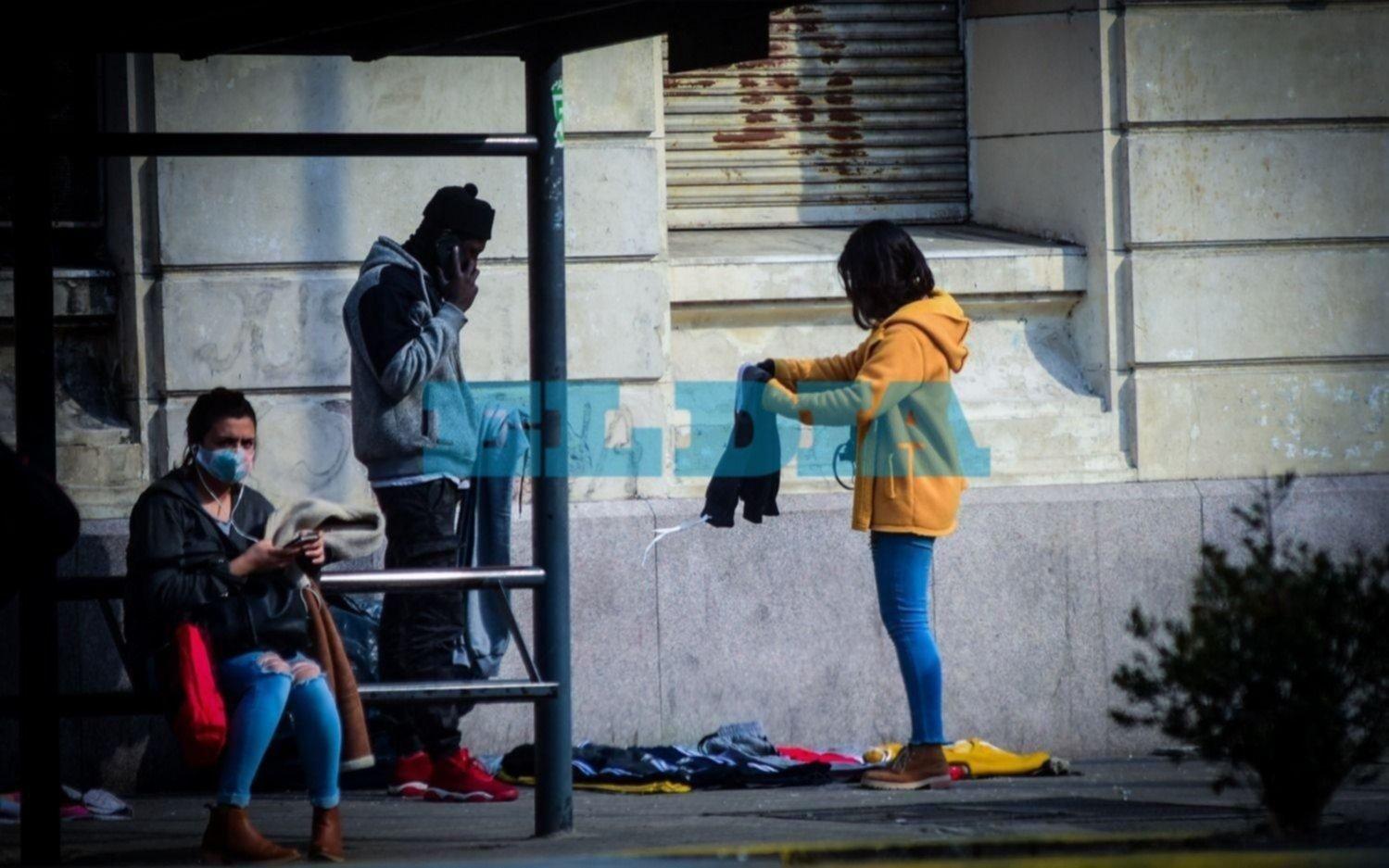 Crece la preocupación en La Plata por el avance de la venta ilegal