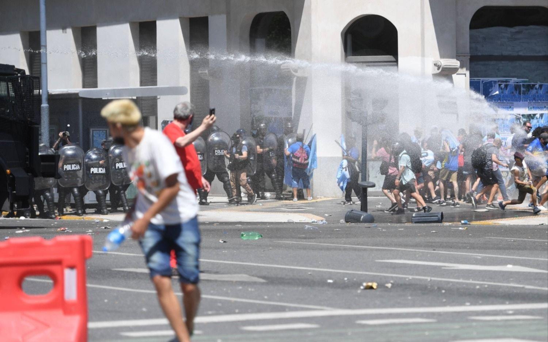 """""""Qué triste todo"""", tuiteó Mascherano sobre los incidentes en las cercanías del velatorio"""
