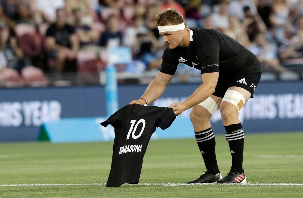 Emotivo homenaje de los All Blacks a Diego y palos a Los Pumas en las redes