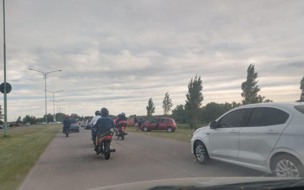 Denuncian que el camino a Punta Lara volvió a ser un descontrol este domingo