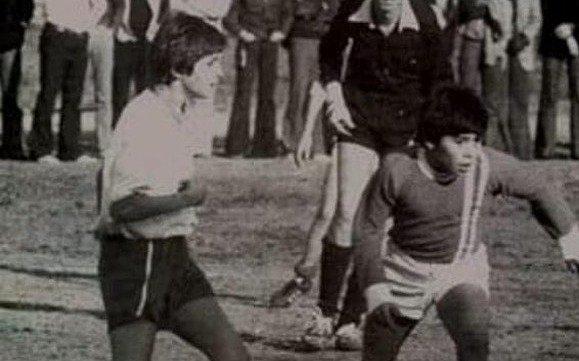 ¿Tinelli se hizo pasar por otro? Subió una supuesta foto suya jugando contra Maradona, pero denuncian que en realidad no es él